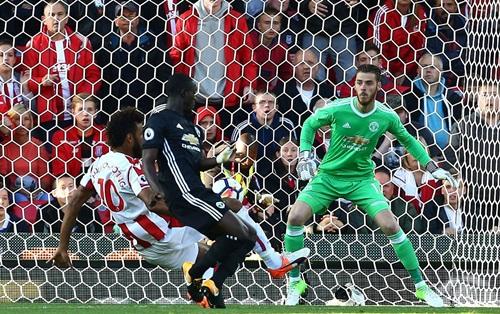ĐIỂM NHẤN Stoke 2-2 M.U: Bài học cần thiết cho Mourinho và giá trị của Lukaku - Ảnh 3.