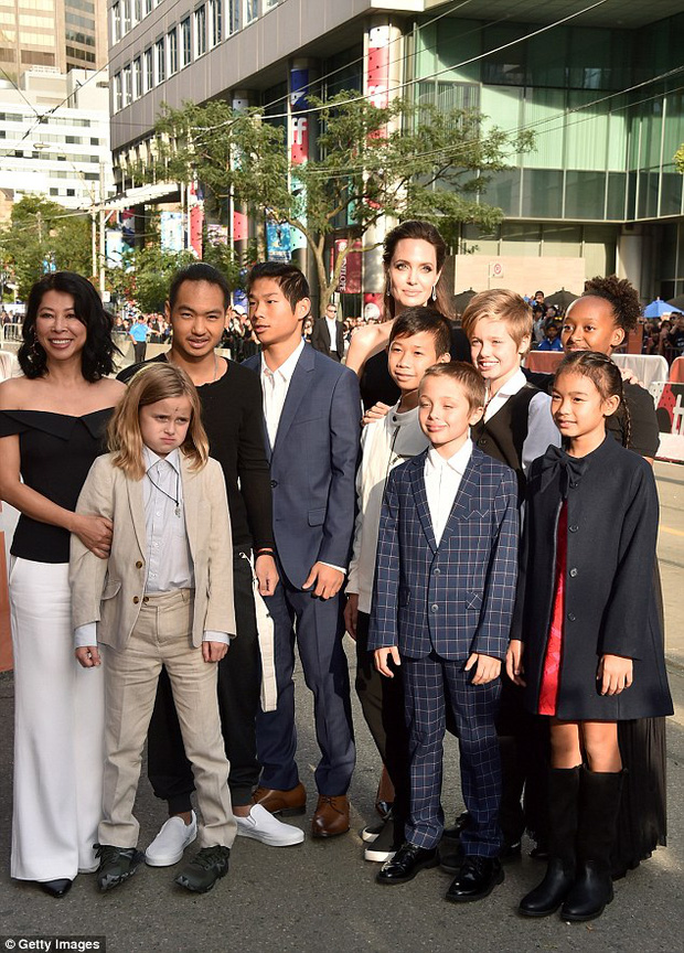 Pax Thiên giờ đã là quý tử cao nhất nhà Angelina Jolie, xuất hiện đầy chững chạc trên thảm đỏ - Ảnh 3.
