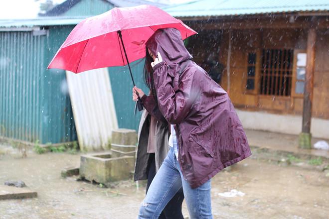 Đã liên lạc được với HH Đỗ Mỹ Linh sau khi bị cô lập trên vùng cao giữa cơn bão  - Ảnh 4.