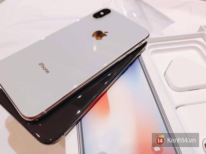NÓNG: Đây là iPhone X 256GB đầu tiên sẽ về đến Việt Nam sáng nay, đầy đủ màu, giá 68 triệu đồng - Ảnh 4.