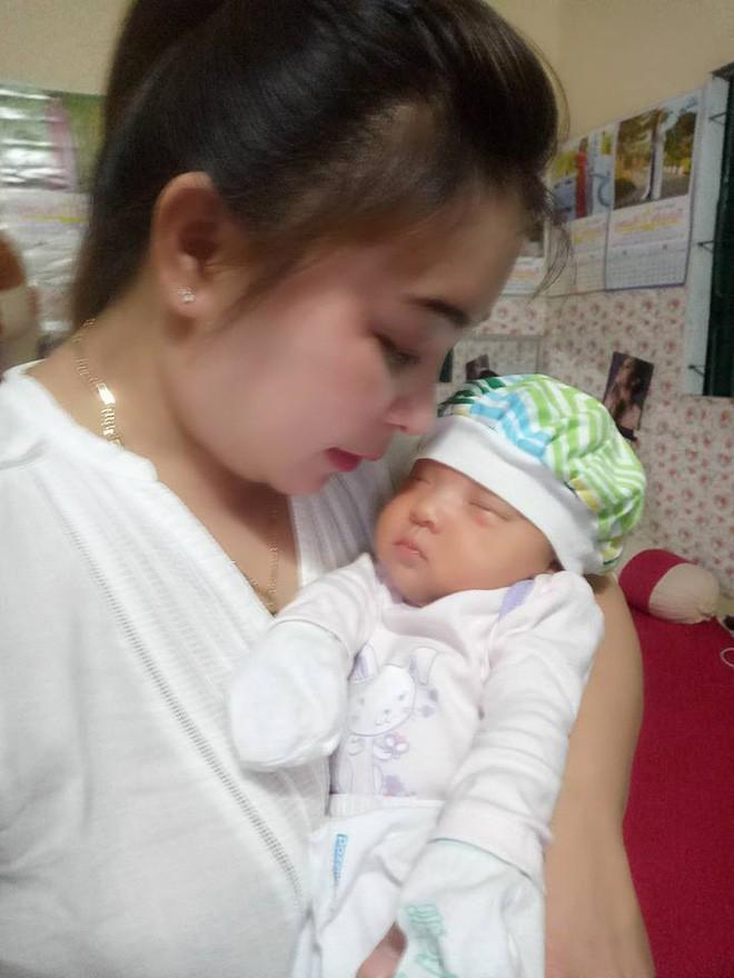 Hạnh phúc của người mẹ đón con sau 15 năm đợi chờ, trải 2 lần đò, sinh con một mình vì là người thứ ba - Ảnh 4.