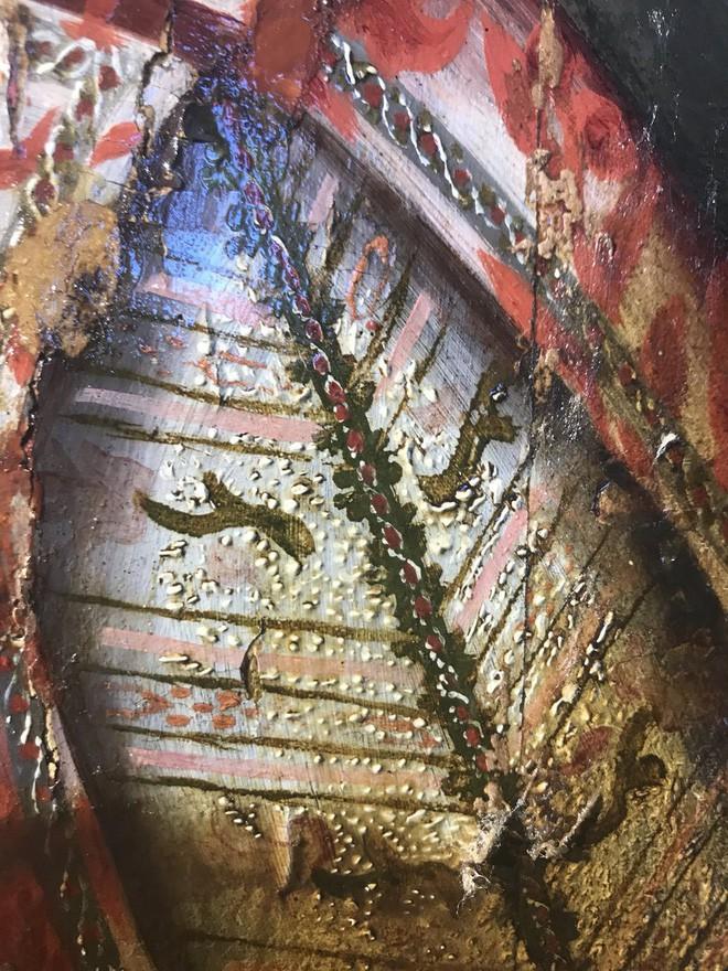 Khám phá bí ẩn của bức tranh cổ chỉ được hiện ra khi tẩy lớp màu trên cùng - Ảnh 4.