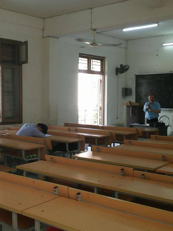 Bộ sưu tập những nhà vô địch ngủ trong lớp, ngủ từ sáng tới chiều mà không dậy - Ảnh 5.