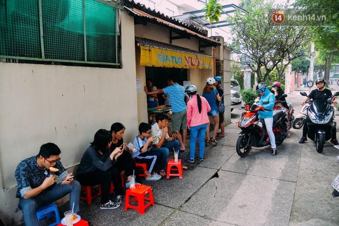 Sữa tươi Mười vào sáng tinh mơ và câu chuyện 20 năm gây thương nhớ của những cô chủ quán dễ thương nhất Sài Gòn - Ảnh 4.
