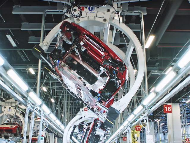 Ferrari truyền đam mê cho cả robot lắp ráp - Ảnh 4.