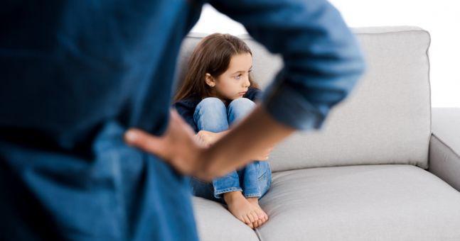 Bắt con ôm hôn người khác thể hiện tình cảm, bố mẹ có thể hại con mà không biết - Ảnh 4.