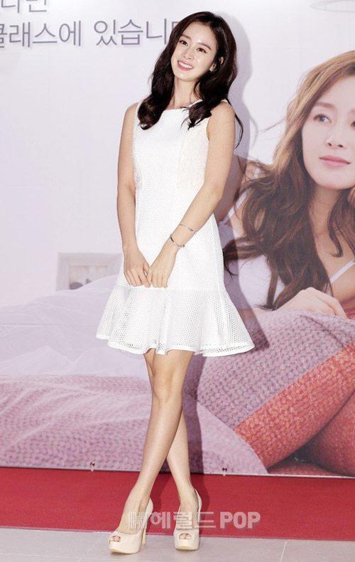 Bí quyết thời trang để Kim Tae Hee trẻ như 18 khi đã gần 40 - Ảnh 12.
