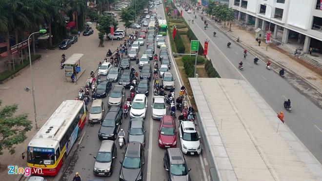 Những tình huống buýt nhanh BRT bị ôtô, xe máy cản trở - Ảnh 6.