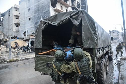 Công binh Nga cày xới từng mét đất Aleppo - Ảnh 4.
