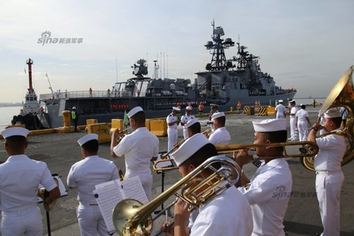 Mục kích chiến hạm lừng danh Nga cập cảng Philippines - Ảnh 4.