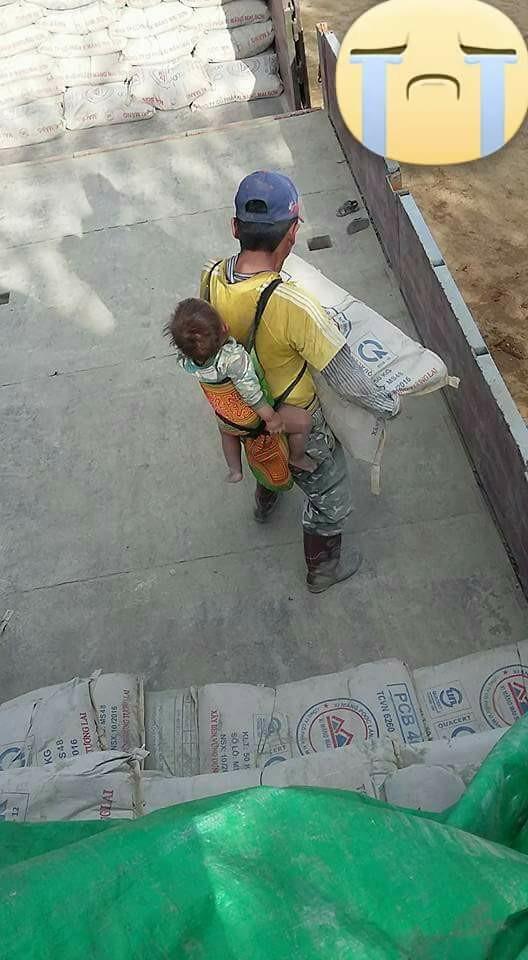 Ông bố đội chiếc mũ xanh rộng vành của vợ đưa con đi phơi nắng khiến trái tim chị em tan chảy - ảnh 5