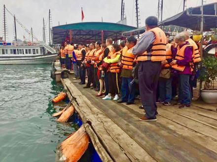 Du khách Trung Quốc kẹt cứng cửa khẩu Móng Cái và vịnh Hạ Long - Ảnh 5.