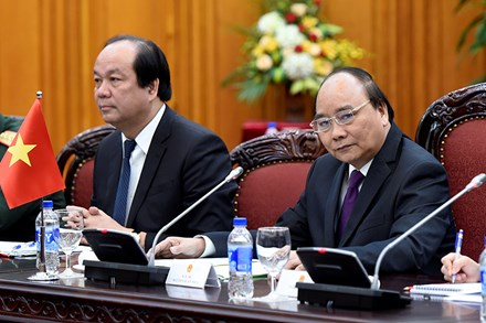 Thủ tướng Nguyễn Xuân Phúc tặng Thủ tướng Singapore món quà độc đáo - Ảnh 5.