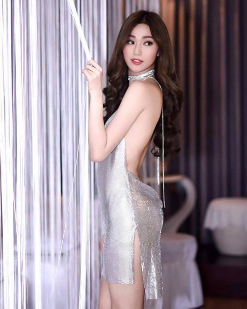 Liên tục bị tố mặc váy nhái, hai người đẹp Việt vẫn thản nhiên như không - Ảnh 2.