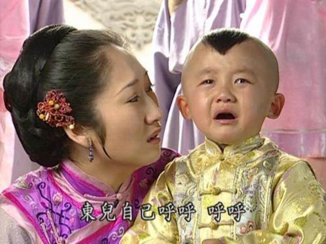 Bệnh tật hành hạ, con trai Hạ Tử Vy ngày nào đã 20 tuổi nhưng vóc dáng như trẻ lên 10  - Ảnh 2.