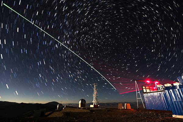 Các nhà nghiên cứu Trung Quốc vừa dịch chuyển tức thời một hạt photon từ mặt đất lên vệ tinh đặt trên quỹ đạo cách 500km - Ảnh 4.
