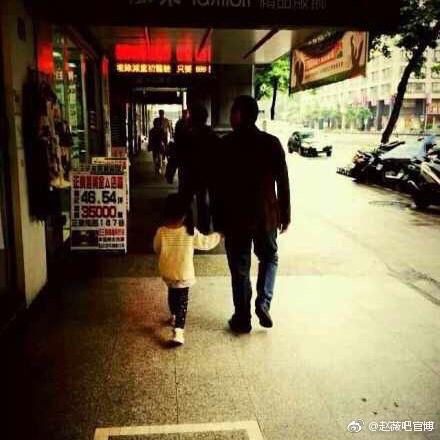 Những bức ảnh giản dị nhưng đong đầy hạnh phúc của tổ ấm Triệu Vy - Huỳnh Hữu Long - Ảnh 5.