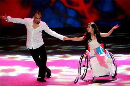 Cuộc đời đầy bão giông của vũ công xinh đẹp: Mất con, bị cưa chân, còn bị chồng bỏ rơi - Ảnh 5.