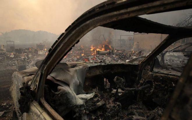 Lửa cháy ngút trời khắp California, hàng chục người chết - Ảnh 5.