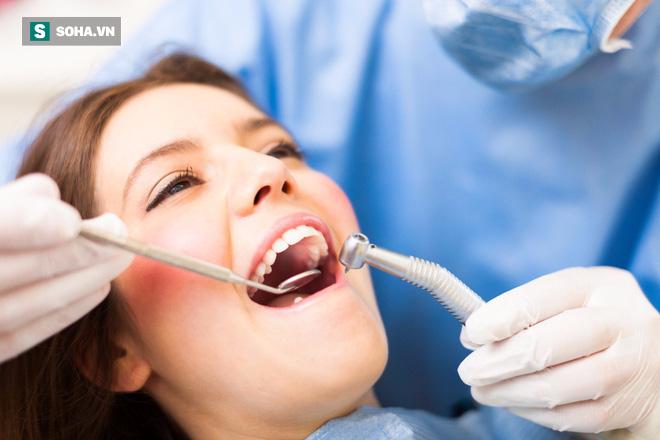 Dấu hiệu rất phổ biến của ung thư khoang miệng: Nếu bạn gặp thì phải đi khám ngay lập tức - Ảnh 2.