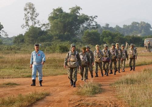 Bộ đội Đặc công nâng cao khả năng hiệp đồng tác chiến, đổ bộ đường không - Ảnh 1.