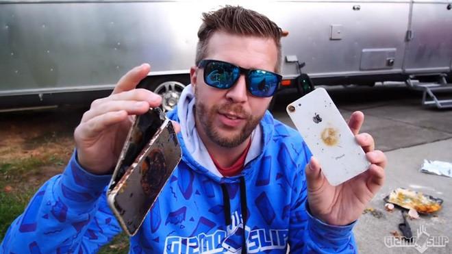 Tẩm bột chiên xù và rán iPhone 8 trong chảo ngập dầu và đây là kết quảl - Ảnh 5.