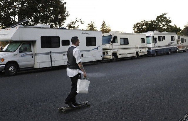 Góc khuất ở Thung lũng Silicon, nơi những người có việc làm ổn định vẫn phải sống như vô gia cư - Ảnh 5.
