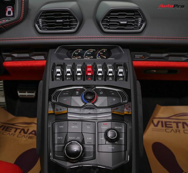 Lamborghini Huracan màu đen đầu tiên Việt Nam đã có chủ nhân - Ảnh 4.