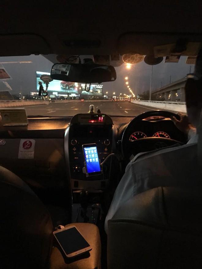 Nhật ký tuần vỡ mật đầy bão táp của đôi vợ chồng son: Sang Thái Lan du hí thì phát hiện quên ví, suýt phải trải áo xin tiền giữa Bangkok - Ảnh 5.