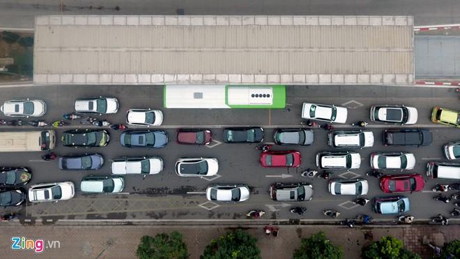 Những tình huống buýt nhanh BRT bị ôtô, xe máy cản trở - Ảnh 7.
