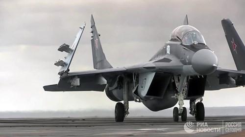 [ẢNH] Khoảnh khắc đẹp của tàu sân bay Nga tham chiến ở Syria - Ảnh 5.