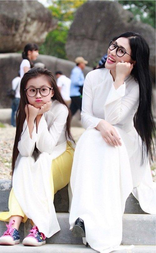 Lại thêm một bà mẹ U40 trẻ trung đến mức không thể phân biệt nổi khi đứng cạnh con gái - Ảnh 6.