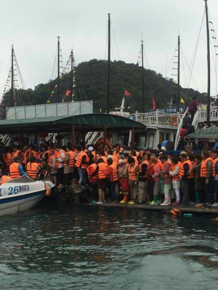 Du khách Trung Quốc kẹt cứng cửa khẩu Móng Cái và vịnh Hạ Long - Ảnh 6.