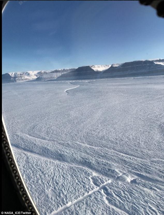 Greenland xuất hiện vết băng nứt bất thường, NASA đứng ngồi không yên - Ảnh 1.