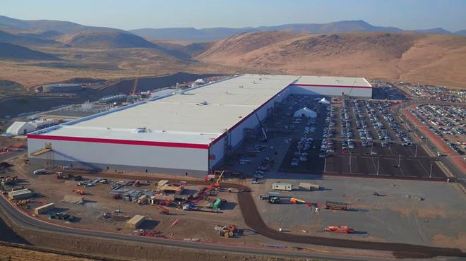Cùng ngắm nhìn vẻ bề ngoài của siêu nhà máy khổng lồ Tesla Gigafactory rộng tới hơn 5 triệu mét vuông - Ảnh 6.