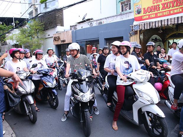 Sau sự hào nhoáng bên ngoài của showbiz, vẫn có những sao Việt giản dị đi xe máy, ăn mì tôm giản dị - ảnh 6