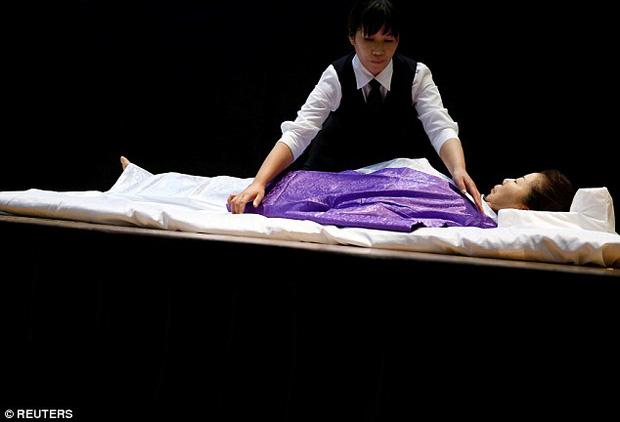 Thi mặc trang phục cho người đã khuất: Cuộc thi đặc biệt, duy nhất có ở Nhật Bản - Ảnh 6.