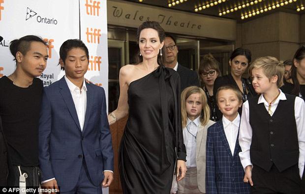 Pax Thiên giờ đã là quý tử cao nhất nhà Angelina Jolie, xuất hiện đầy chững chạc trên thảm đỏ - Ảnh 5.