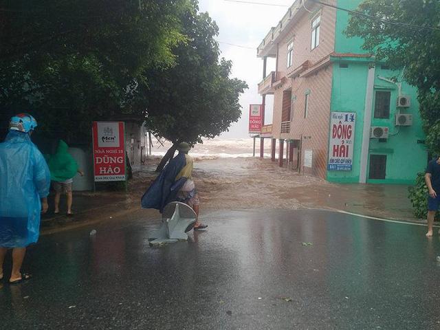 7 người thương vong ở Quảng Bình, 2 tàu chìm ở Quảng Ninh, Nghệ An - Hà Tĩnh tan hoang sau bão - Ảnh 6.