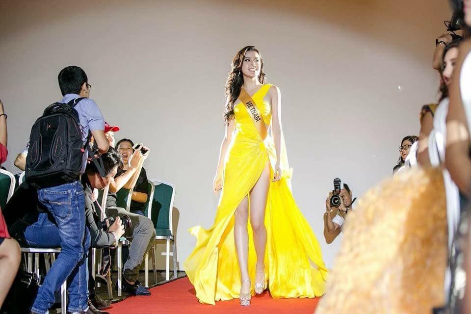 Thời Trang: Cận cảnh quốc phục nặng tới 30kg của Huyền My tại Miss Grand International 2017