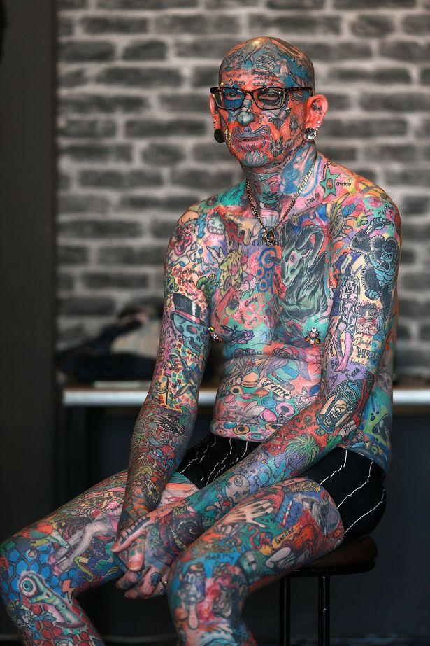 Người đàn ông trở thành triển lãm tranh di động với hơn 800 hình xăm trên cơ thể - Ảnh 5.