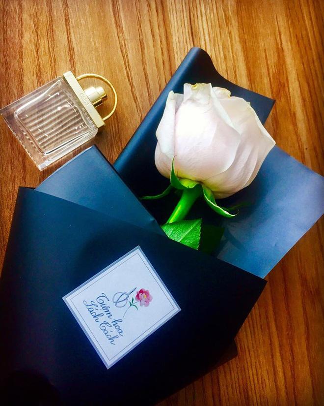 Chị em tới tấp khoe quà 20/10: Người sung sướng với vàng bạc, xe ga, người được tặng rổ hoa thiên lý - Ảnh 6.