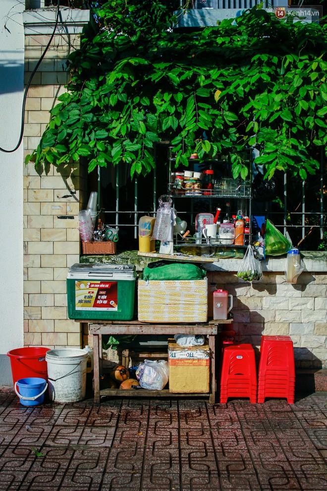 Chùm ảnh: Người Sài Gòn và thói quen uống cafe cóc từ lúc mặt trời chưa ló dạng cho đến chiều tà - Ảnh 6.