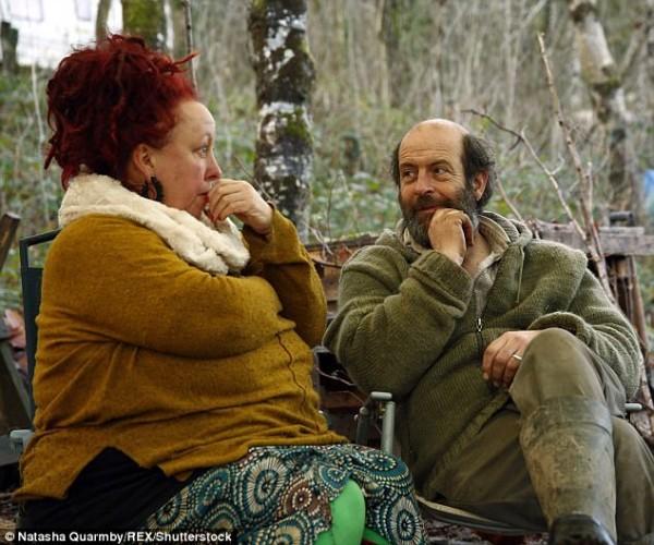 'Dị ứng' với cuộc sống hiện đại, cặp vợ chồng rủ nhau lên rừng dựng nhà - Ảnh 6.