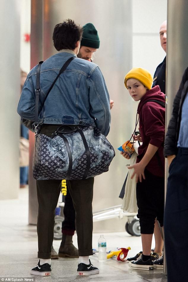 Harper Beckham diện giày 7,2 triệu đồng đi nghỉ mát đón năm mới cùng gia đình - Ảnh 6.