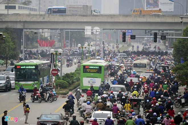 Những tình huống buýt nhanh BRT bị ôtô, xe máy cản trở - Ảnh 8.