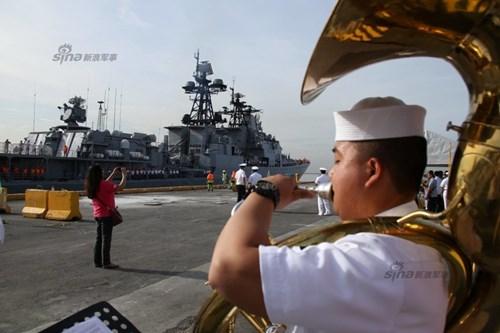 Mục kích chiến hạm lừng danh Nga cập cảng Philippines - Ảnh 6.