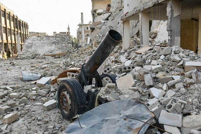 Lính Nga vật lộn với bom mìn chưa nổ ở Aleppo - Ảnh 7.