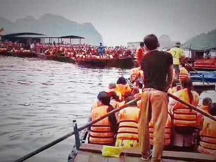 Du khách Trung Quốc kẹt cứng cửa khẩu Móng Cái và vịnh Hạ Long - Ảnh 7.