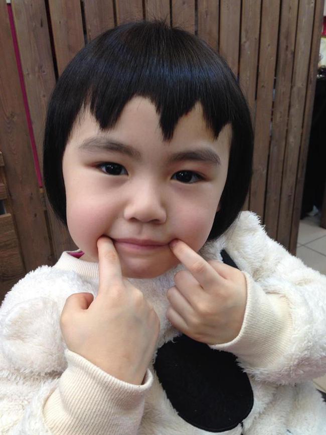 Bị mẹ ngăn cản, cô bé 5 tuổi vẫn kiên quyết cắt tóc răng cưa để giống thần tượng Maruko - Ảnh 7.